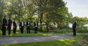 Tasavallan presidentti nosti siniristilipun salkoon Mäntyniemessä – Hornetit suorittivat ylilennon