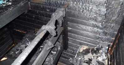 Äiti ja kolme lasta kuolivat kerrostalohuoneiston tulipalossa – saunan kiuas sytytti kankaat