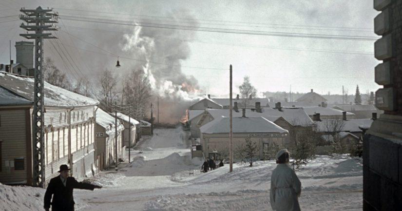 Pommituksen aiheuttama tulipalo Savonlinnassa helmikuussa 1940 osoitteessa Koulukatu 15.