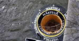 Meriroskis otettiin koekäyttöön Aurajoessa – nyt yritetään kerätä myös öljyä