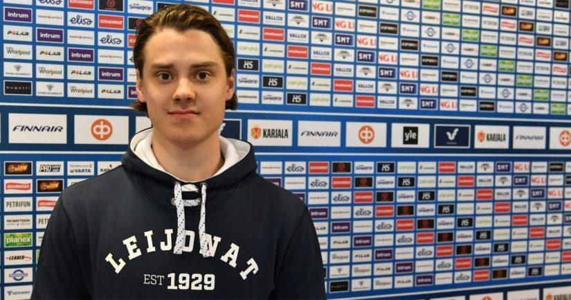 Sebastian Aho pääsi NHL:ssä hurjille tienesteille tulokassopimuksen umpeuduttua.