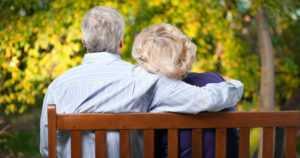 Puolison hyvä koulutus suojaa sydänkohtauksen jälkeen – yksin asuvilla huonoin elinodote