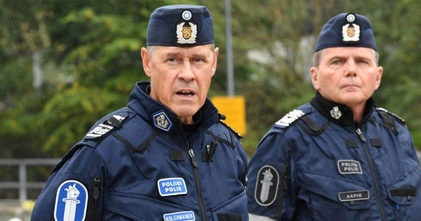 Poliisiylijohtaja Seppo Kolehmainen vakuuttaa, että tapaus selvitetään perusteellisesti. Helsingin poliisipäällikkö Lasse Aapio pidätettiin toistaiseksi virasta.
