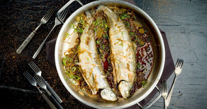 Oletko kokeillut maustaa kalaa soijasta, sakesta ja mirinistä tehdyllä kastikkeella?