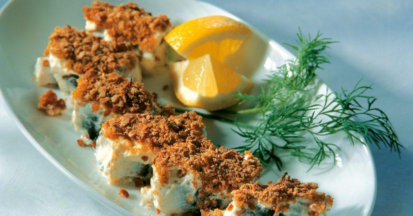 Tarjoa Kallen rullat esimerkiksi pinaatilla maustetun perunasoseen ja puolukkahillon kera.