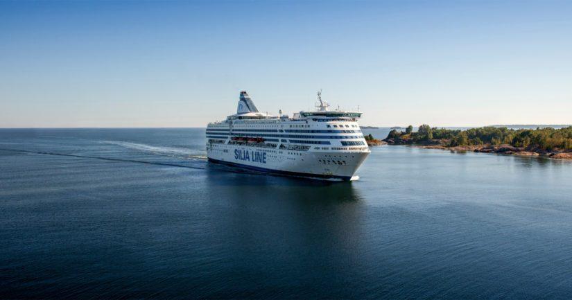 Silja Serenadelta lähetetyn hätäviestin mukaan ihminen oli joutunut veden varaan Itämerellä.