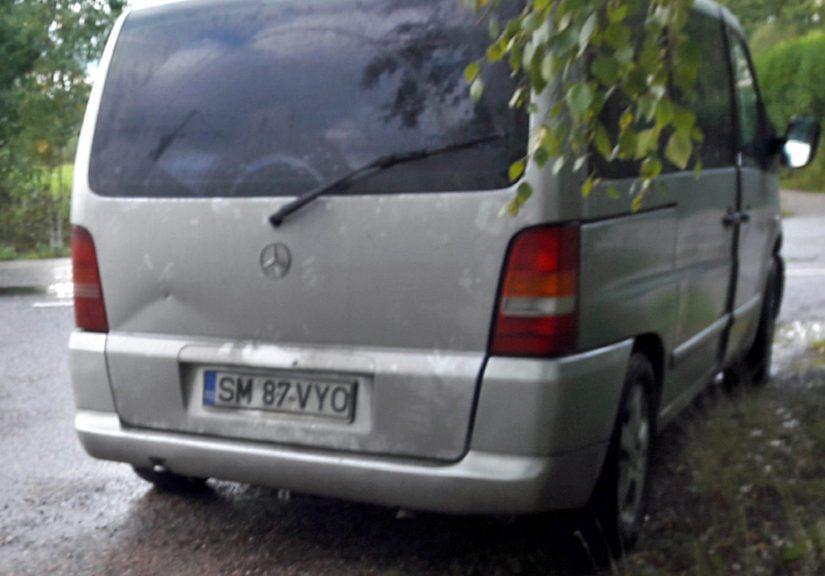 Murtomiehet pakenivat paikalta harmaalla Mercedes-Benz Vito 220 CDI -pakettiautolla.