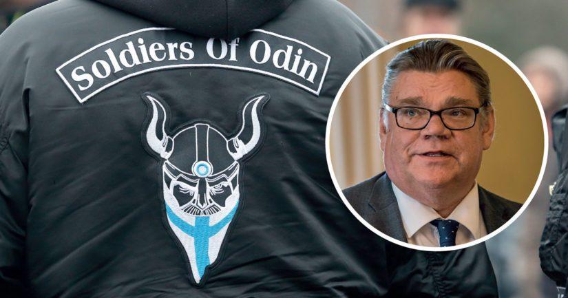 Soldiers of Odin -takkinen mies painettiin maahan siviilipukuisten turvamiesten toimesta.