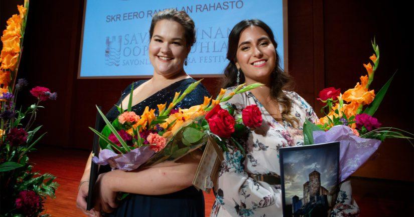 Sonja Herranen ja Iris Candelaria olivat voittoisia Timo Mustakallio -laulukilpailussa.