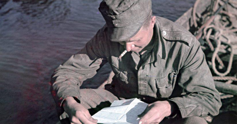 Väinö Linna kirjoitteli rintamalta ahkerasti kotijoukoille. Yhdessä kirjeistä hän paljasti Tuntemattoman sotilaan oikean henkilöllisyyden.