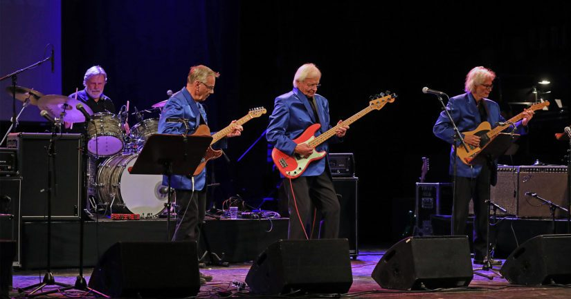 Suomen ensimmäinen rautalankayhtye The Strangers 2000-luvun kokoonpanossaan eli eli Ande Päiväläinen, Nono Söderberg, Kari Bergström ja Antero Jakoila.