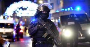 Joulutorille tehdyssä iskussa useita kuolonuhreja – poliisi piti Strasbourgin epäiltyä ampujaa terroriuhkana