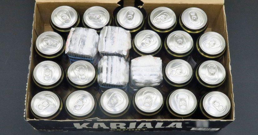 Huumelääketabletit oli kätketty epäiltyjen maahantuomien olutlaatikoiden sisälle.