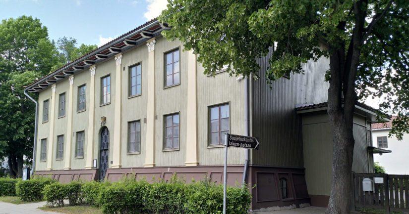 Suojeluskunta- ja lottamuseo on jo sinänsä nähtävyys, sillä rakennukset ovat Alvar Aallon käsialaa.