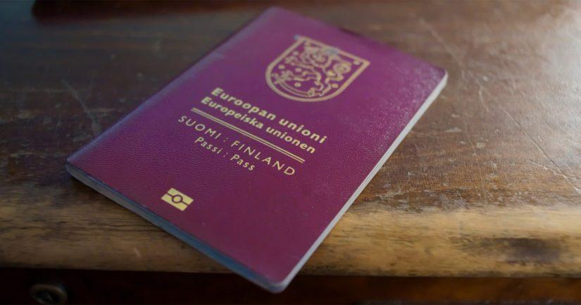 Mies sai Suomen kansalaisuuden joulukuussa 1993, mutta haki turvapaikkaa Kotkasta heinäkuussa 2016.
