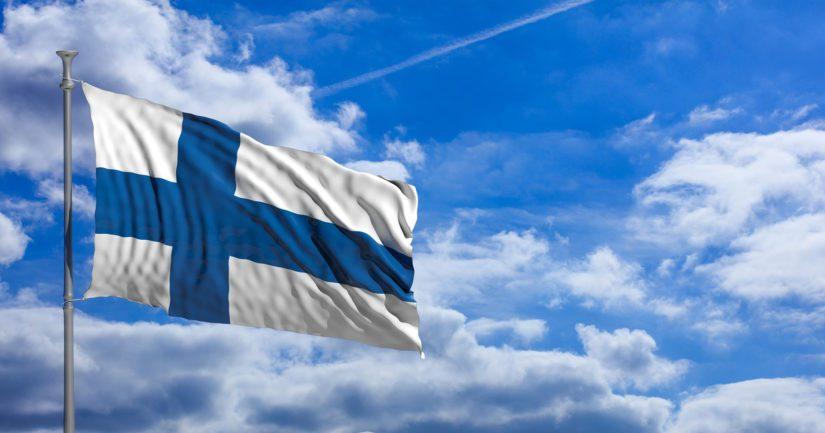 Suomen lipun päivän liputus alkaa juhannusaattona kello 18 ja päättyy juhannuspäivänä kello 21.