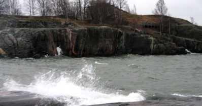 Kesä oli viileä ja tuulinen – Suomenlahdella esiintyi sinileviä silti ajoittain runsaasti