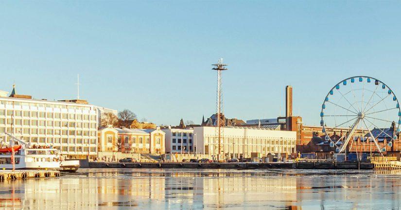 Suomenlahden jäät sulavat vauhdilla, Helsingin edustalla on jo täysin avovettä.