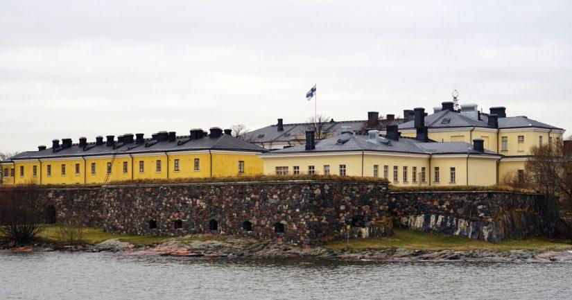 Helsingin Suomenlinnan ranta oli tutkituista rannoista roskaantunein WWF:n selvityksessä.
