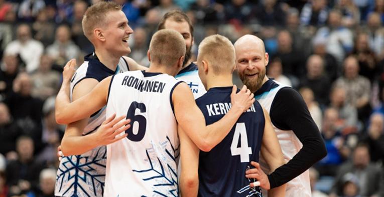 Suomen miesten lentopallomaajoukkue on uuden uuden päävalmentajansa Joel Banksin johdolla kulkenut tappiosta toiseen. (Kuva: CEV)