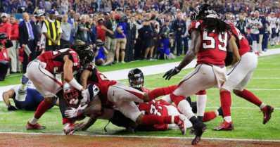 Videolla ratkaisumaali: Amerikkalaisen jalkapalloilun Super Bowl historiallisesti jatkoajalle