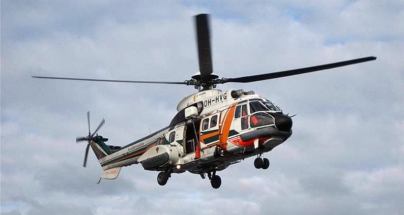 LSMV Super Puma -meripelastushelikopteri valmiina vinssaamaan.