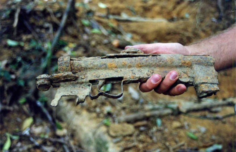 Joint Task Forcen 56. retkikunnan löytämä Törnin Swedish K -konepistooli tuli kirjoittajan mukana Vietnamista Suomeen.