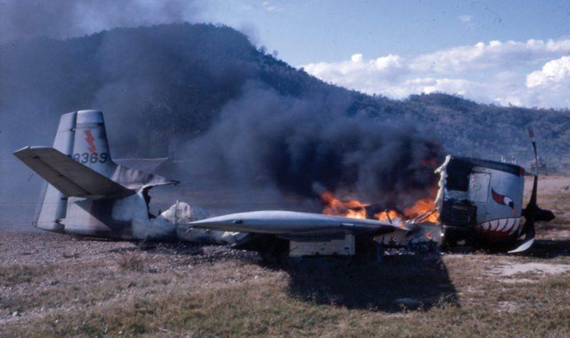 Robin Mooren kirjassa kerrotaan maahansyöksyneestä T-28-hävittäjästä, jonka Törni valokuvasi taisteluiden tauottua.