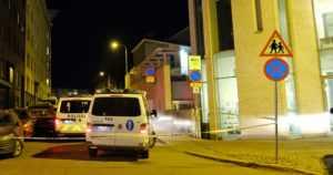 Poliisit ajoivat pakenevia varkaita takaa halki kaupungin – jalankulkijat hyppivät alta pois