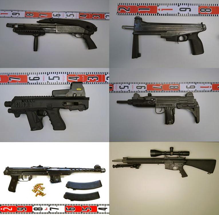 Tutkinnan aikana takavarikoitujen aseiden joukossa oli muun muassa konepistooleita ja kivääreitä.