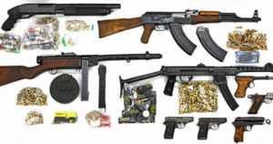 Bandidos MC ja United Brotherhood tutkinnassa – poliisi takavarikoi huumeita ja rajun arsenaalin aseita