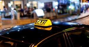 Taksikuskien kiista johti väkivaltaiseen käsirysyyn – poliisille on tehty rikosilmoitus