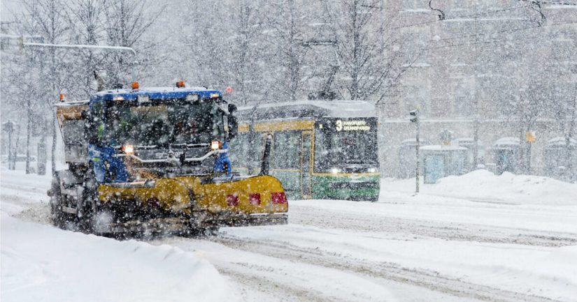 Kaupungin oma liikelaitos Stara ja neljä yksityistä urakoitsijaa hoitavat Helsingin katujen ja yleistenalueiden talvikunnossapidon.