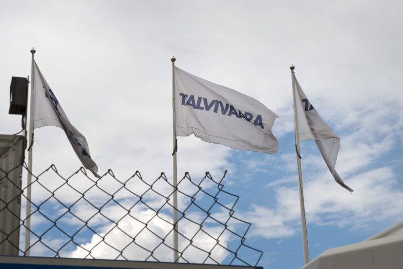 Kesällä 2014 Talvivaaran liput liehuivat vielä Sotkamossa ja Katera Steel vaihtoi yhtiötä. (Kuva AOP)
