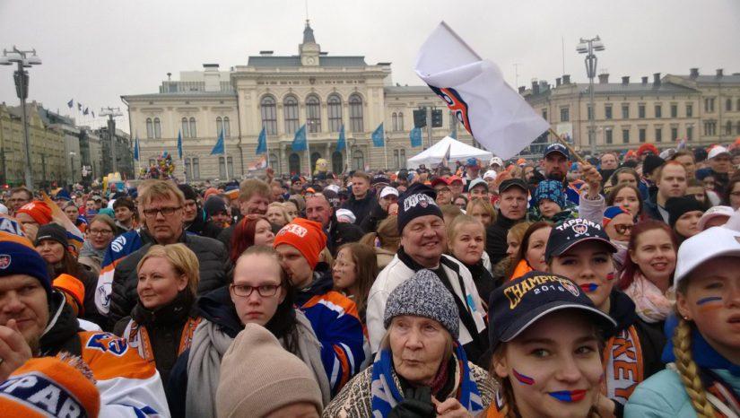 Lauantai oli Tampereella yhtä juhlaa. 22 000 fania juhli Keskustorilla Tapparan Suomen mestaruutta.