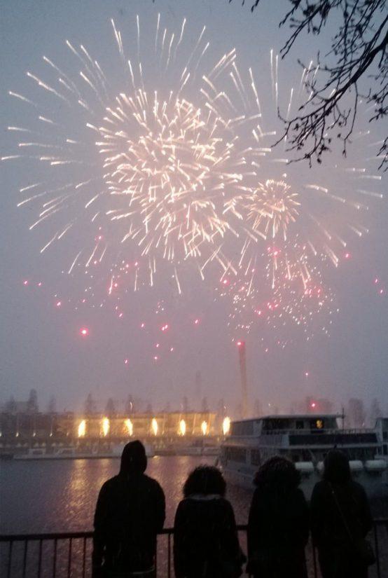 Veikkaus järjesti Tampereella näyttävän ilotulituksen. Sillä juhlistettiin 87 miljoonan Eurojackpot-voittoa, joka osui Tampereelle.