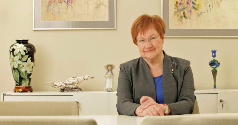 """Presidentti Tarja Halonen on pääpuhujana #mimmitkoodaa-ohjelman """"This is Not A Webinar"""" -virtuaalitilaisuudessa."""