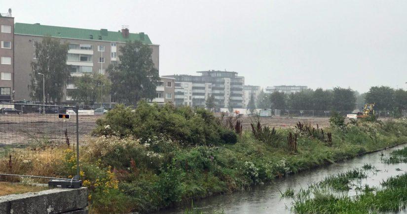 Kanalin länsirannan tontin luvat ovat jo pitkään olleet kunnossa, mutta kauppakeskuksen taustavaikuttajilla on ollut vaikeuksia saada hanke vauhtiin.