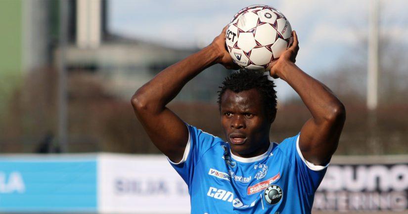 Veikkausliigassa pelaava Taye Taiwo on myös entinen Nigerian A-maajoukkuepelaaja.