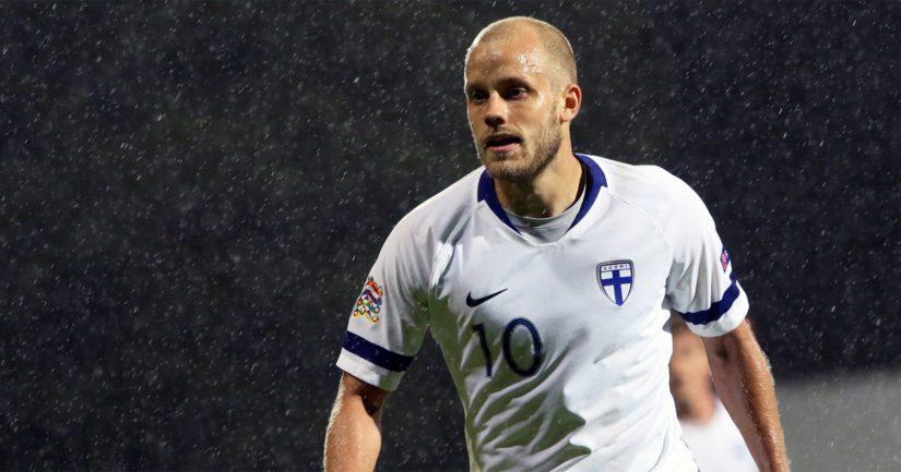 Teemu Pukki mättää Norwichin lisäksi maaleja Suomen maajoukkueessa. Tampereella hän teki kaksi maalia Bosnia-Hertsegovinan verkkoon. (Kuva AOP)