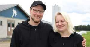 """Maija ja Teemu aloittivat maatilan pidon alle parikymppisinä – """"Oma jaksaminen on yhteydessä eläinten hyvinvointiin"""""""