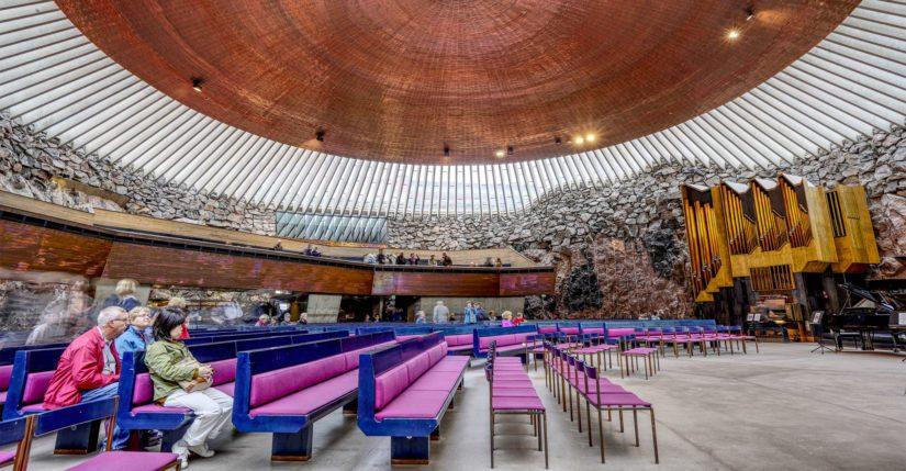 Temppeliaukion kirkossa vierailee normaalisti lähes miljoona kävijää vuodessa.