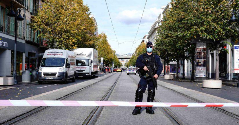 Poliisi on eristänyt alueen Nizzassa terrori-iskun ympäristössä.
