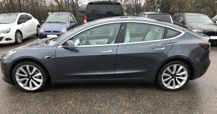Teslasta on huutokauppailmoituksen mukaan maksamattomia ajoneuvoveroja noin 16 000 euroa.