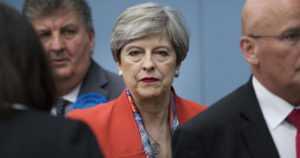 Brittivaaleista tuli konservatiivien torjuntavoitto – puolue menetti silti enemmistönsä