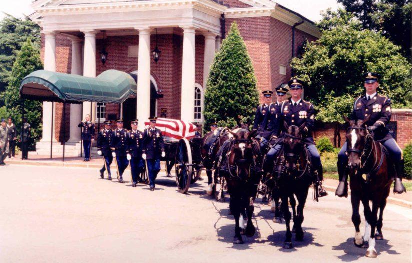 Tunnistuksen jälkeen Lauri Törni haudattiin sotilaallisin kunnianosoituksin Arlingtonin sotilashautausmaalle Yhdysvaltoihin.