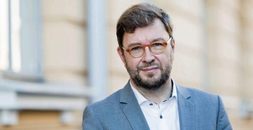 – Työhyvinvoinnissa työyhteisöillä itsellään on suurin vastuu, josta suurimman kantavat johtajat, työministeri Timo Harakka kommentoi tuloksia.