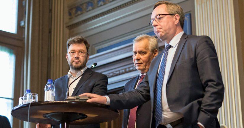 Timo Harakalla on merkittävästi osakkeita, Antti Rinteellä ei ole omaisuutta ja Mika Lintilä omistaa talon Toholammilla ja asunnon Helsingissä.