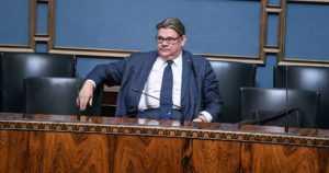Ulkoministeri Timo Soini sai eduskunnalta selvän luottamuksen – äänestysluvut 100–60