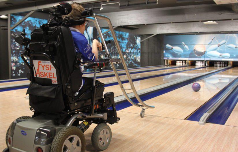 Dynaaminen ramppi on osoittautunut loistavaksi apuvälineeksi. – Sen avulla voin vaikuttaa enemmän pallon lähtökulmaan sekä pyörätuolin liikkeen avulla lähetysvauhtiin ja ajolinjoihin.
